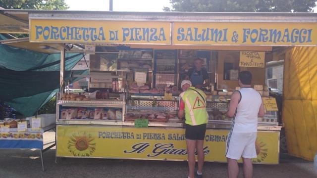 Ravitaillement en Porchetta à Buonconvento (Toscane)
